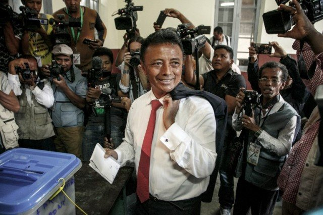 Former Malagasy President and Presidential Candidate Marc Ravalomanana casts his ballot in the first round of the presidential election in Faravohitra district, in Antananarivo, on November 7, 2018
